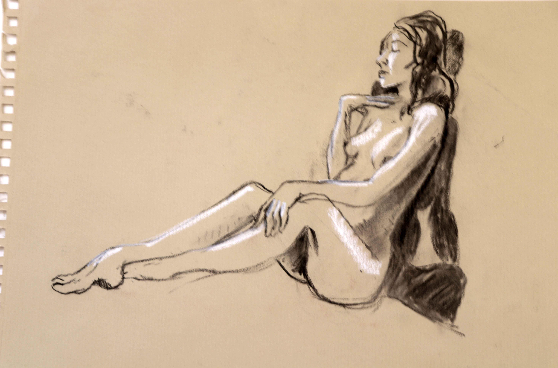 Mod�le vivant allong� fusain et cr�me blanche sur papier Kraft  cours de dessin