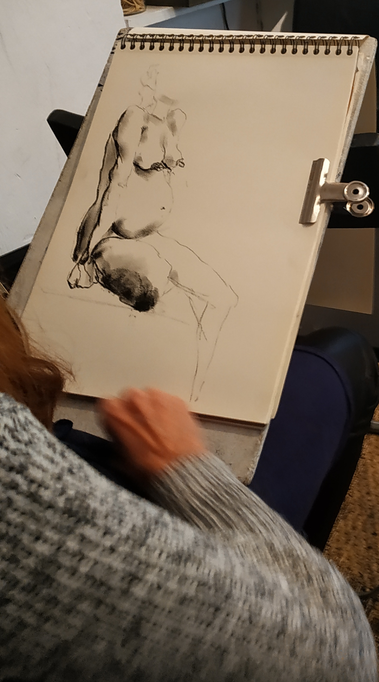 Crayon de papier fusain croquis rapide  cours de dessin