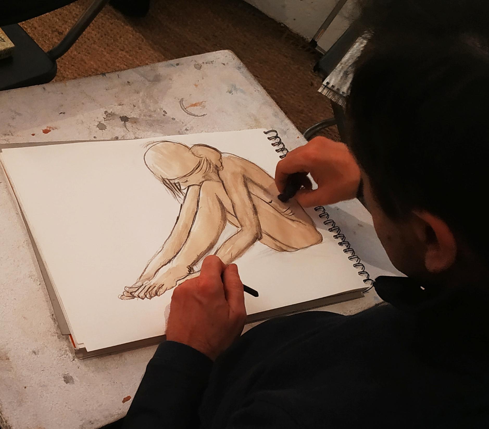Croquis format A4 fusain et broux de noix  cours de dessin