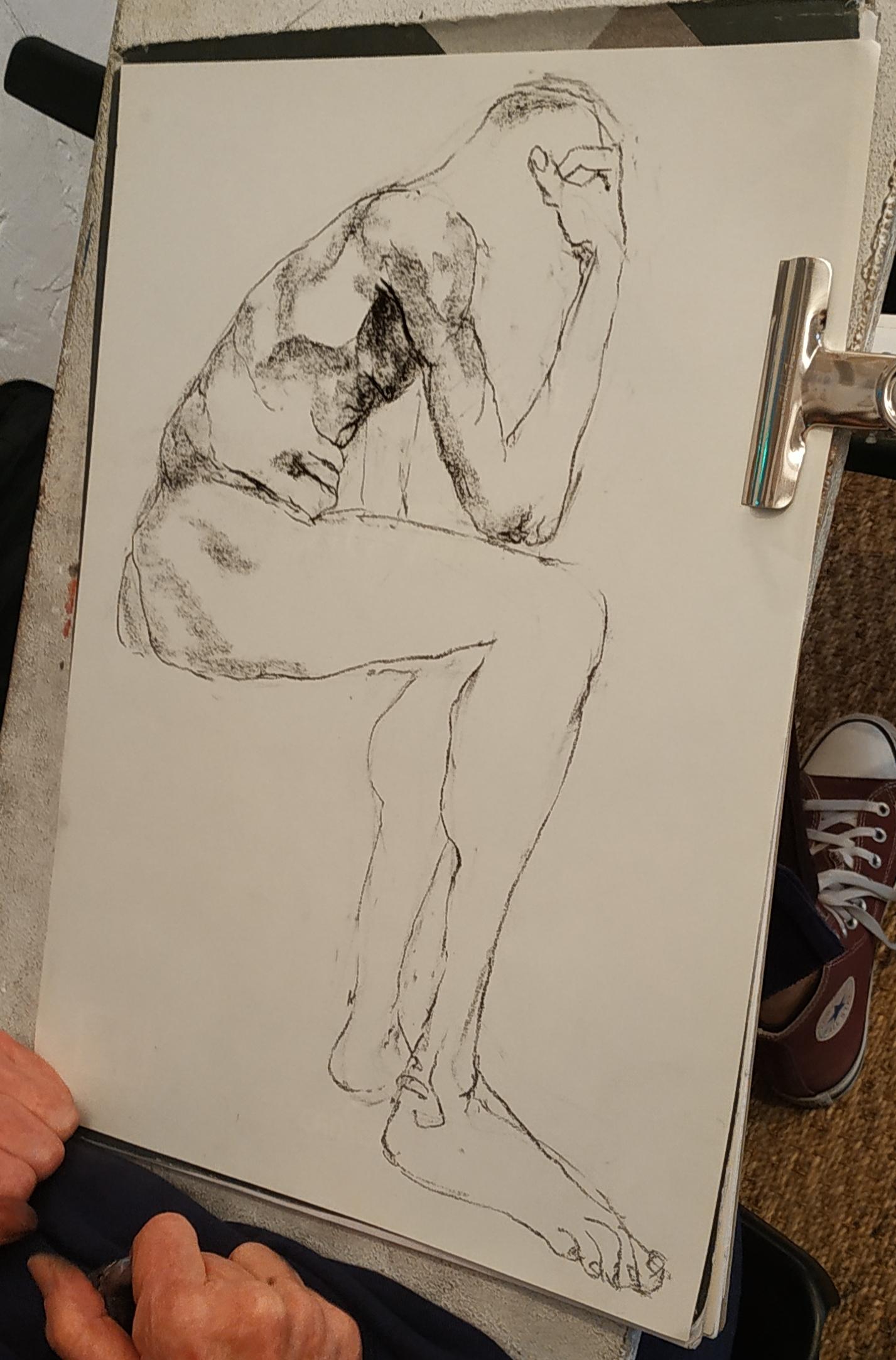 Dessin fusain A4 homme profil assis  cours de dessin