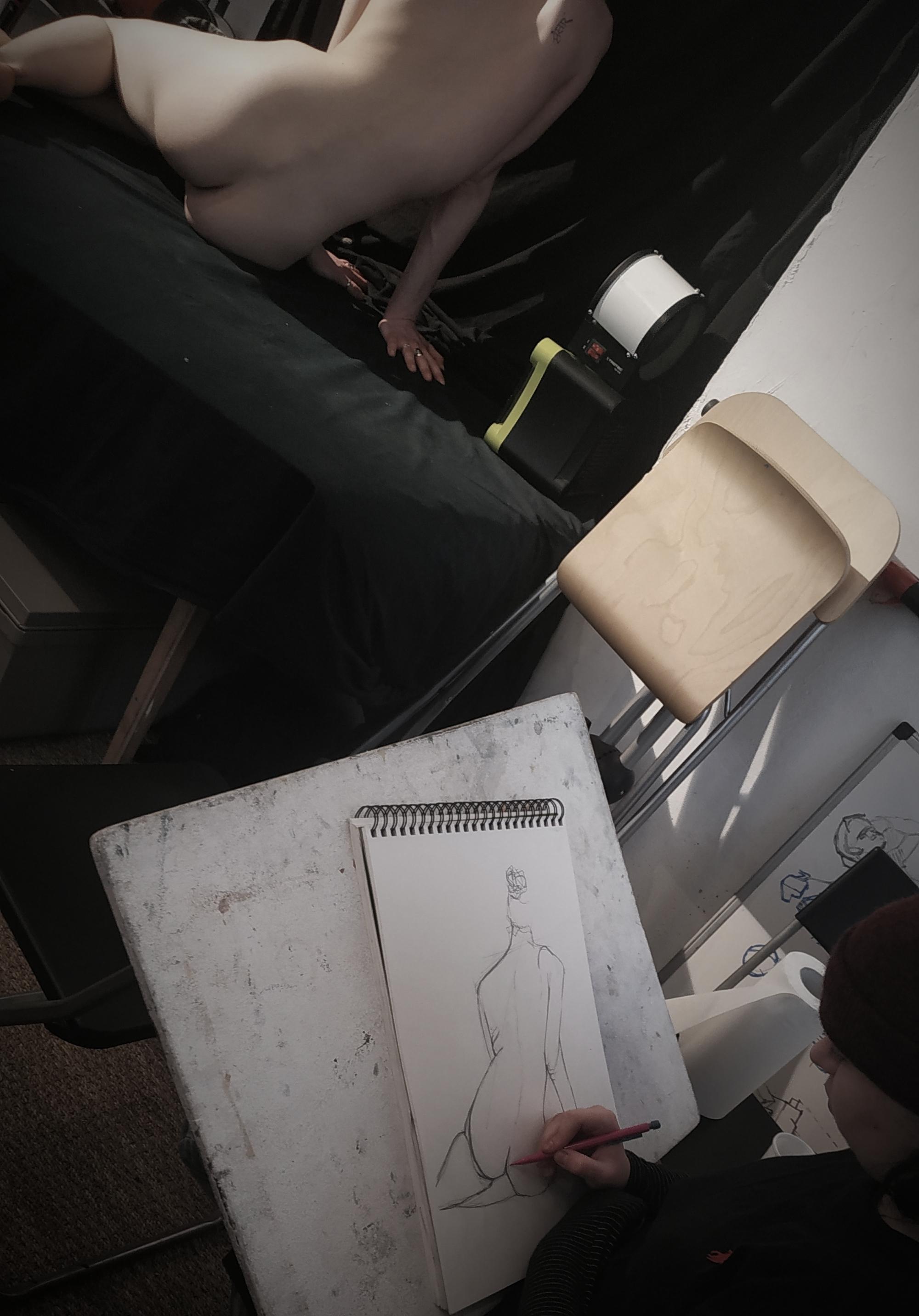 Croquis mod�le vivant pose de dos  cours de dessin