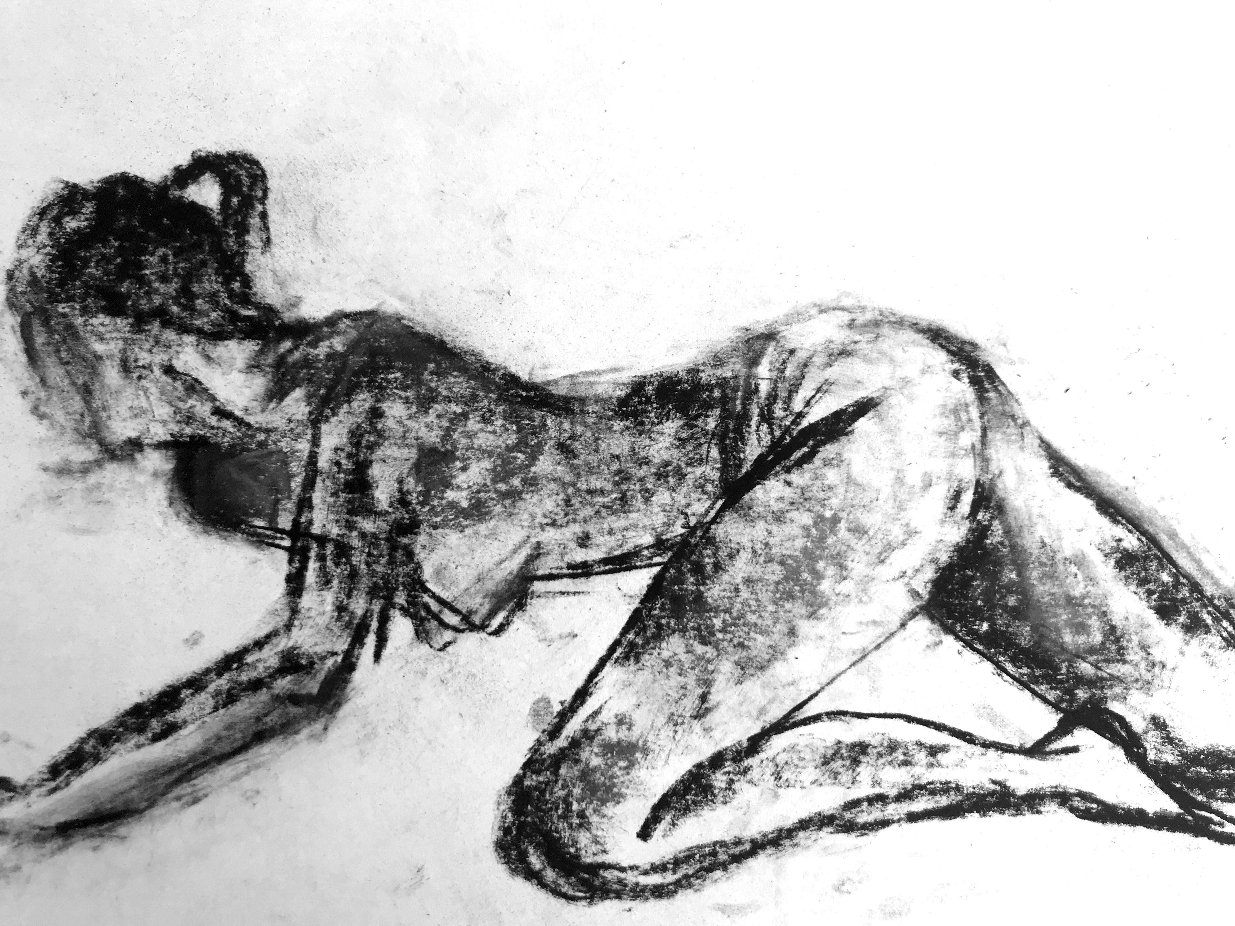 Fusain sur papier esquisse femme  cours de dessin