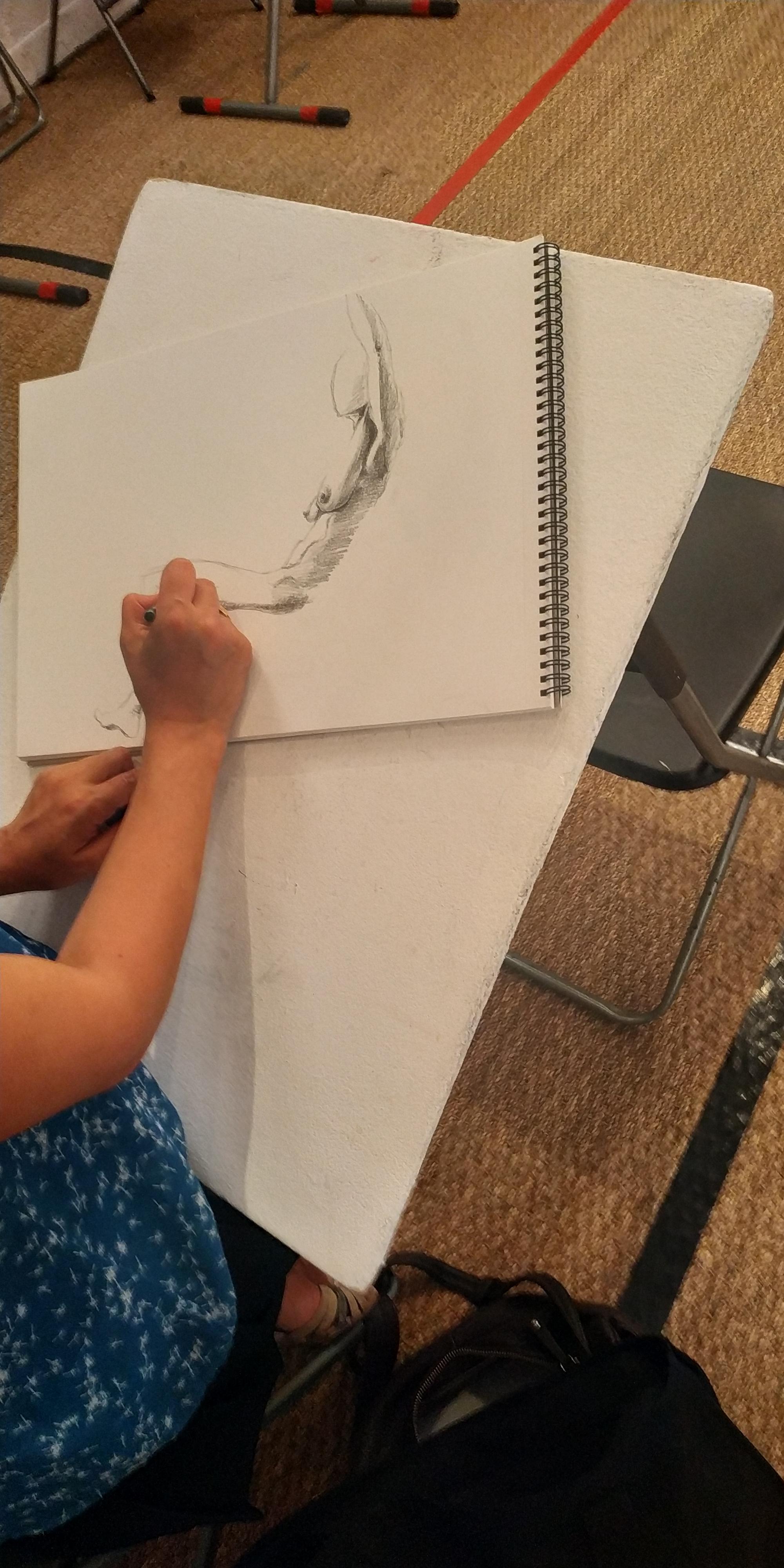 Dessin nu mod�le vivant en hachures  cours de dessin