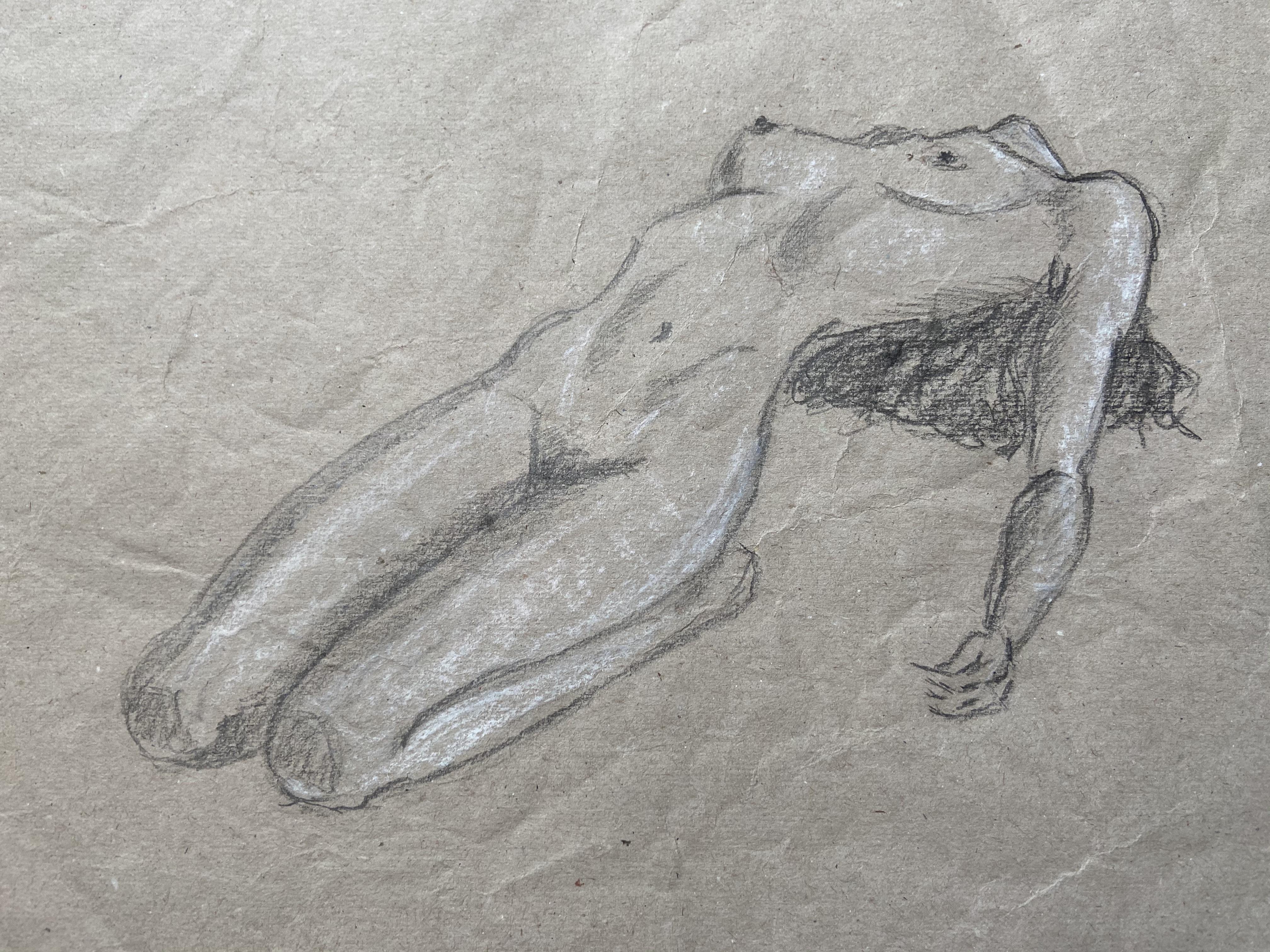 Dessin de nu fusain et crayon blanc sur papier recycl�  cours de dessin