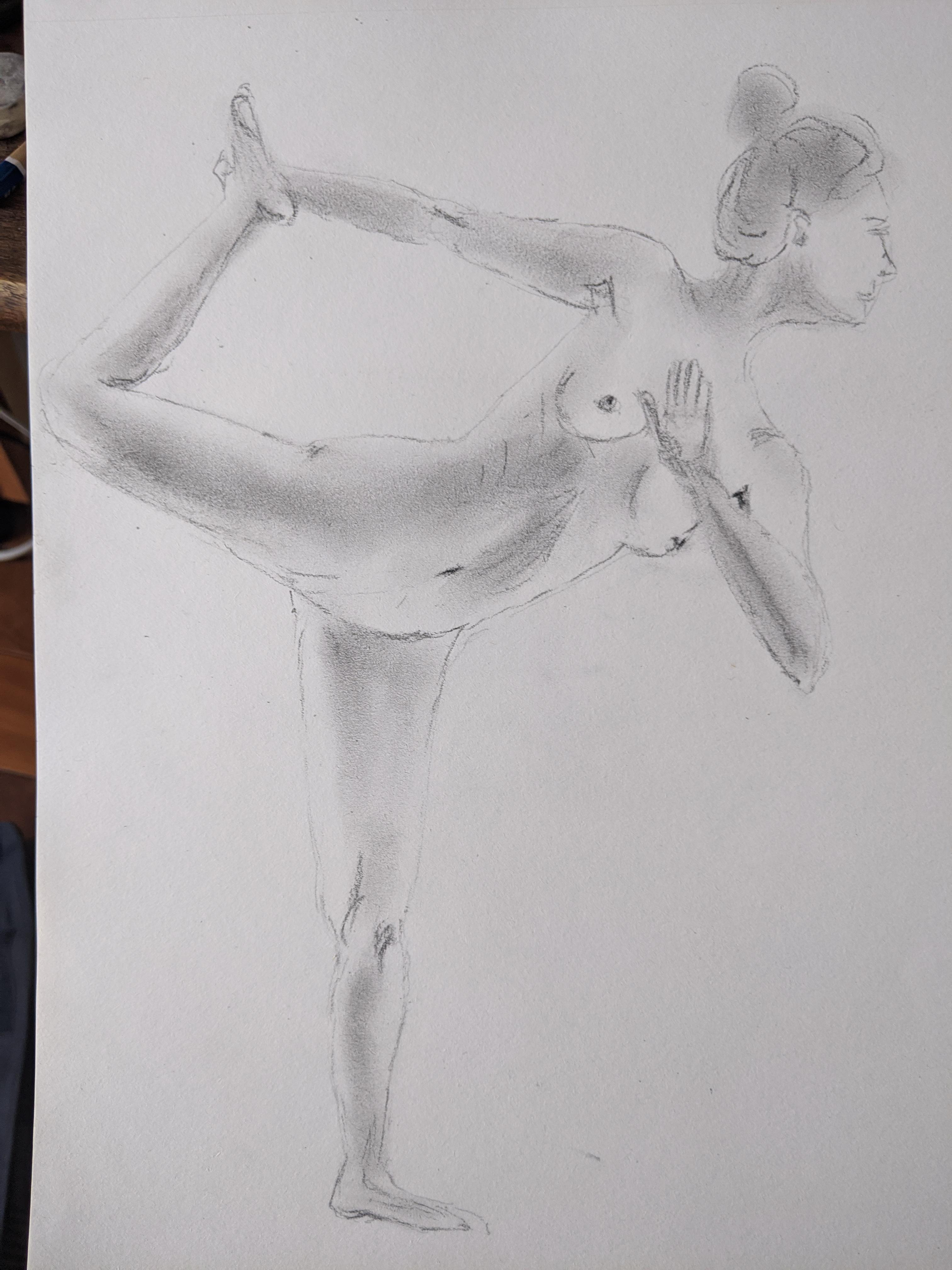 Dessin graphite estompe danseuse sur papier  cours de dessin
