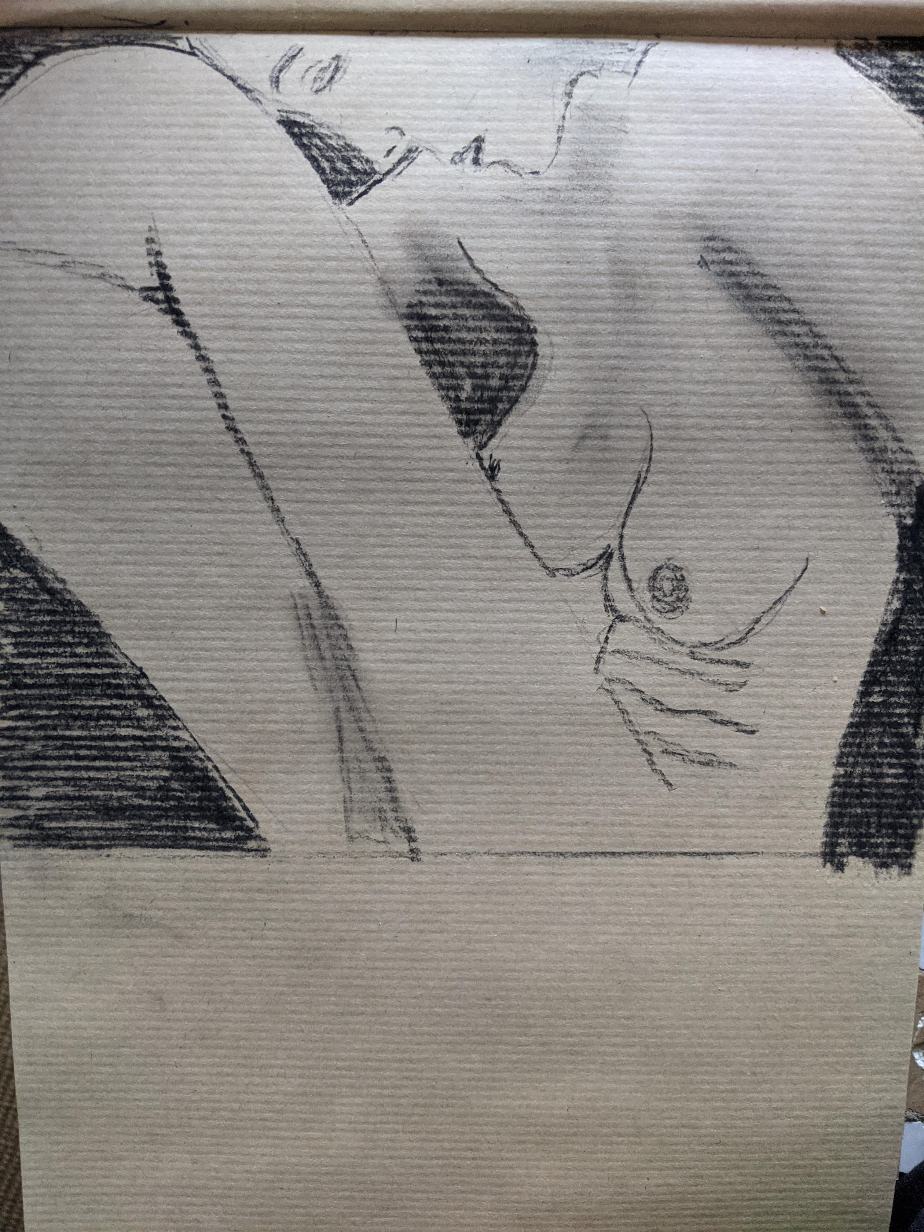 Gros plan poses regroup�es bustes femmes sur papier Kraft pierre noir  cours de dessin