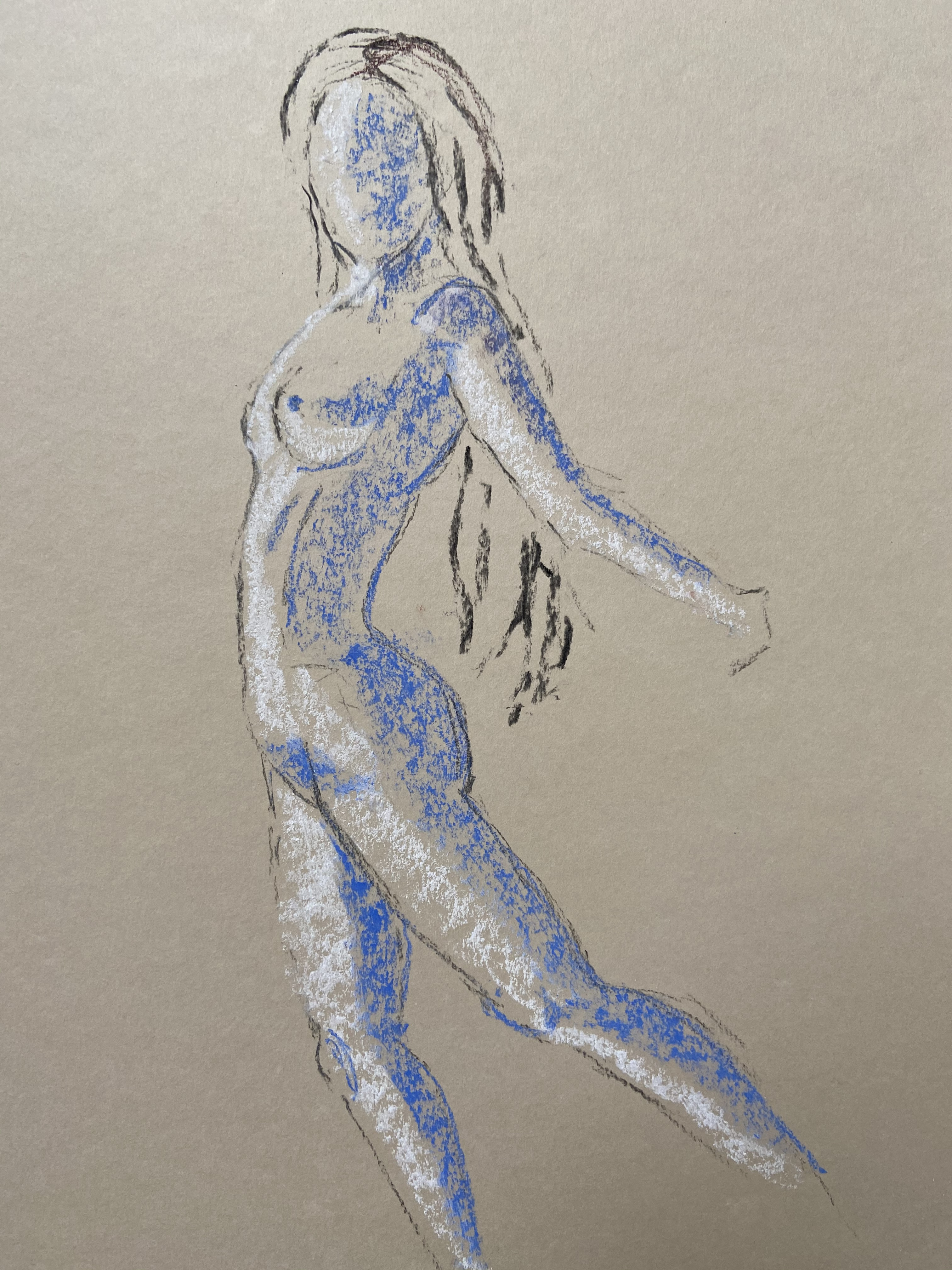 Pastel bleu et blanc sur papier coloré femme profil  cours de dessin