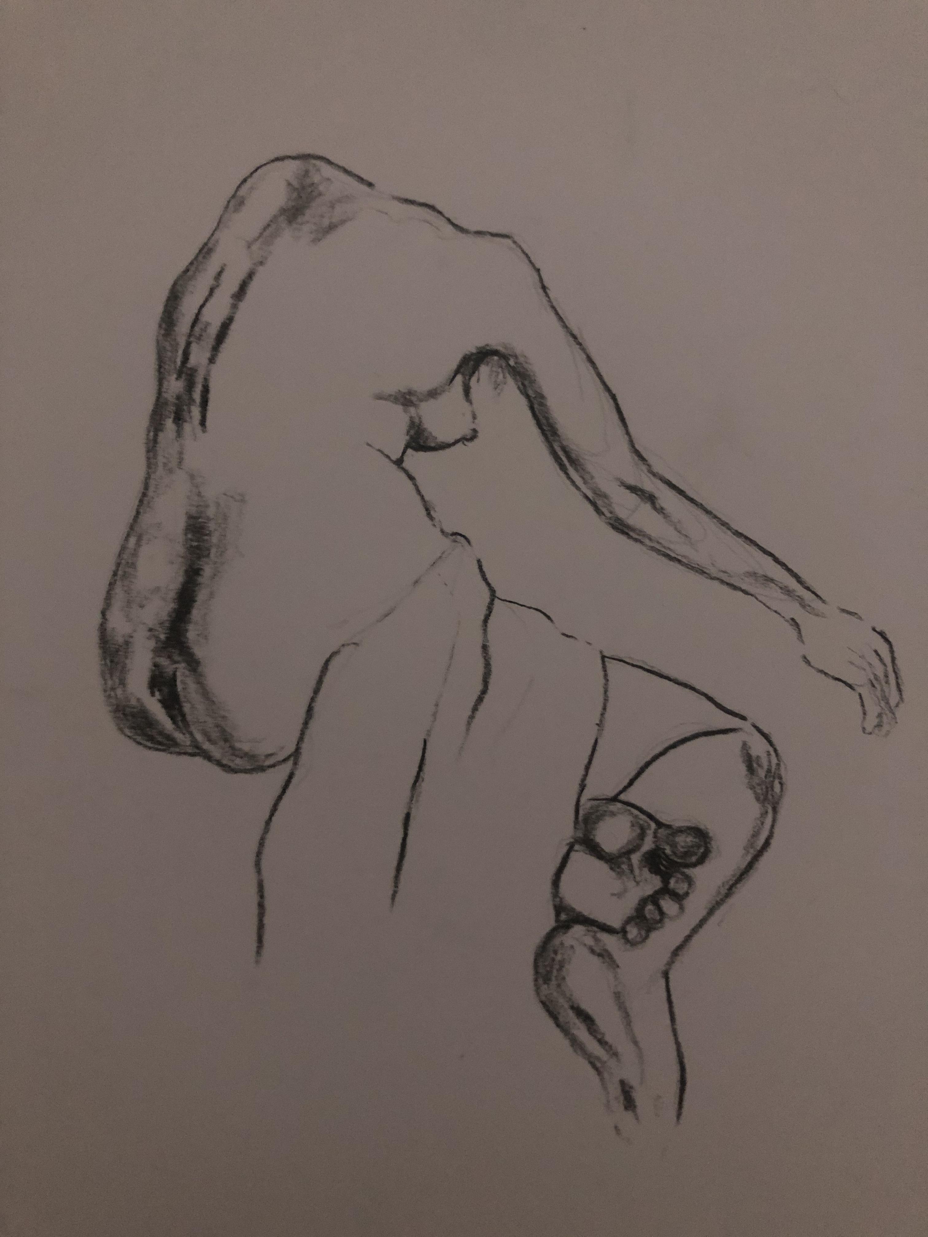 Dessin trois quarts dos fusain sur papier niveaux de gris femme drap�e  cours de dessin