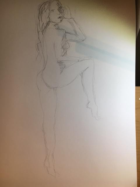 Esquisse femme trois quarts d'eau en pied graphite sur papier  cours de dessin