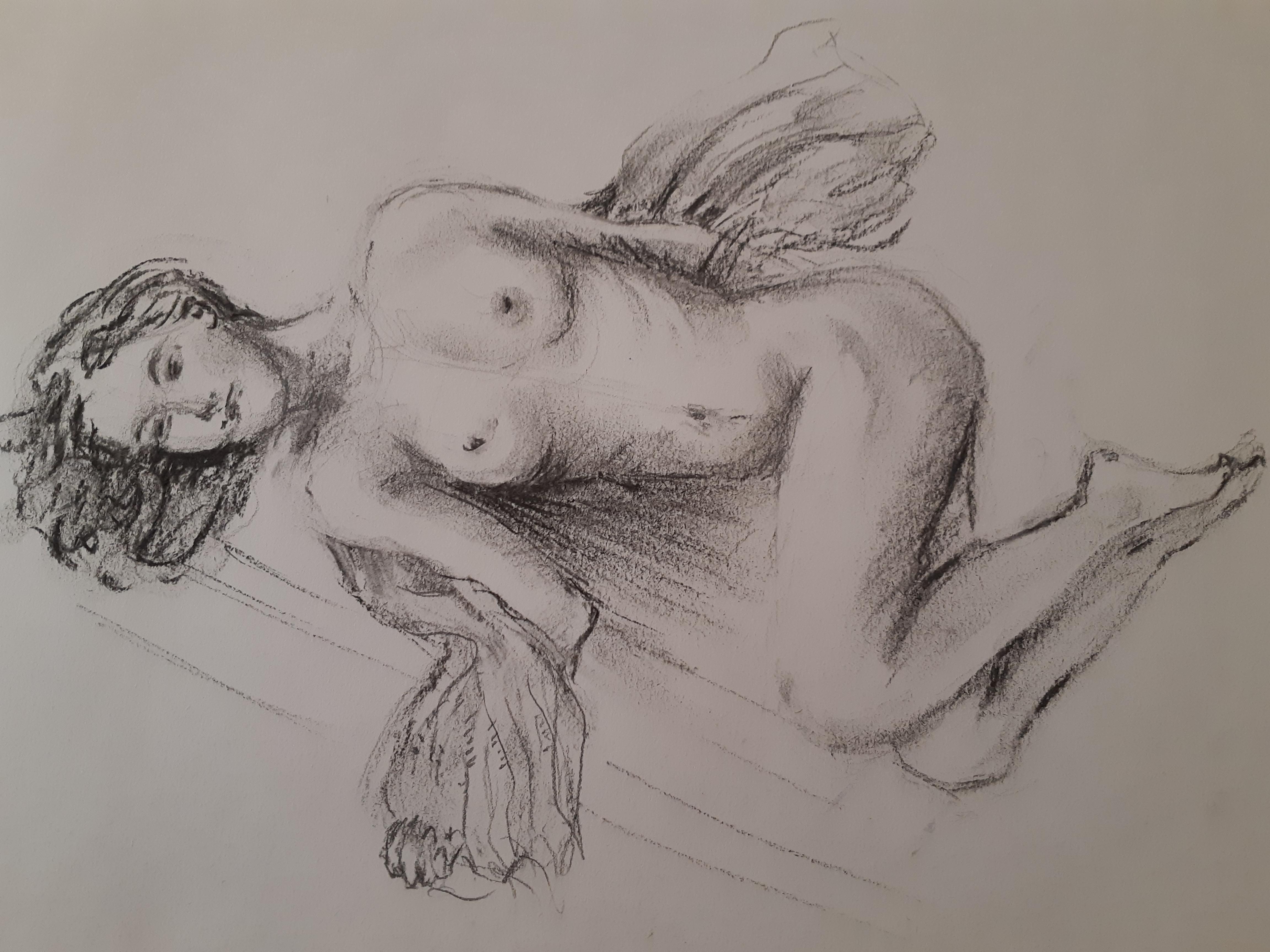 Dessin fusain femme allong� sur papier  cours de dessin
