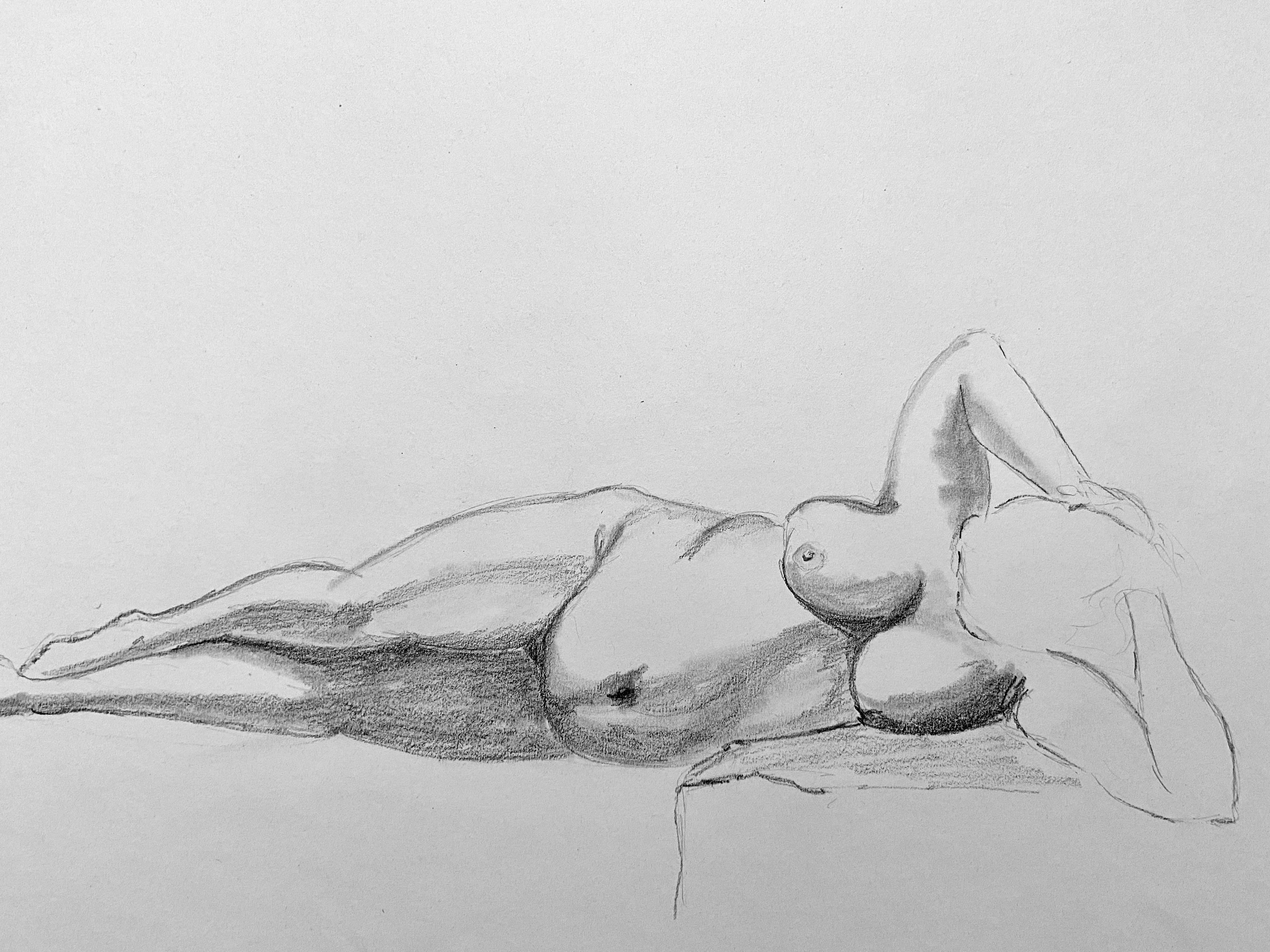 Esquisse femme allongée fusain sur papier et feutre  cours de dessin