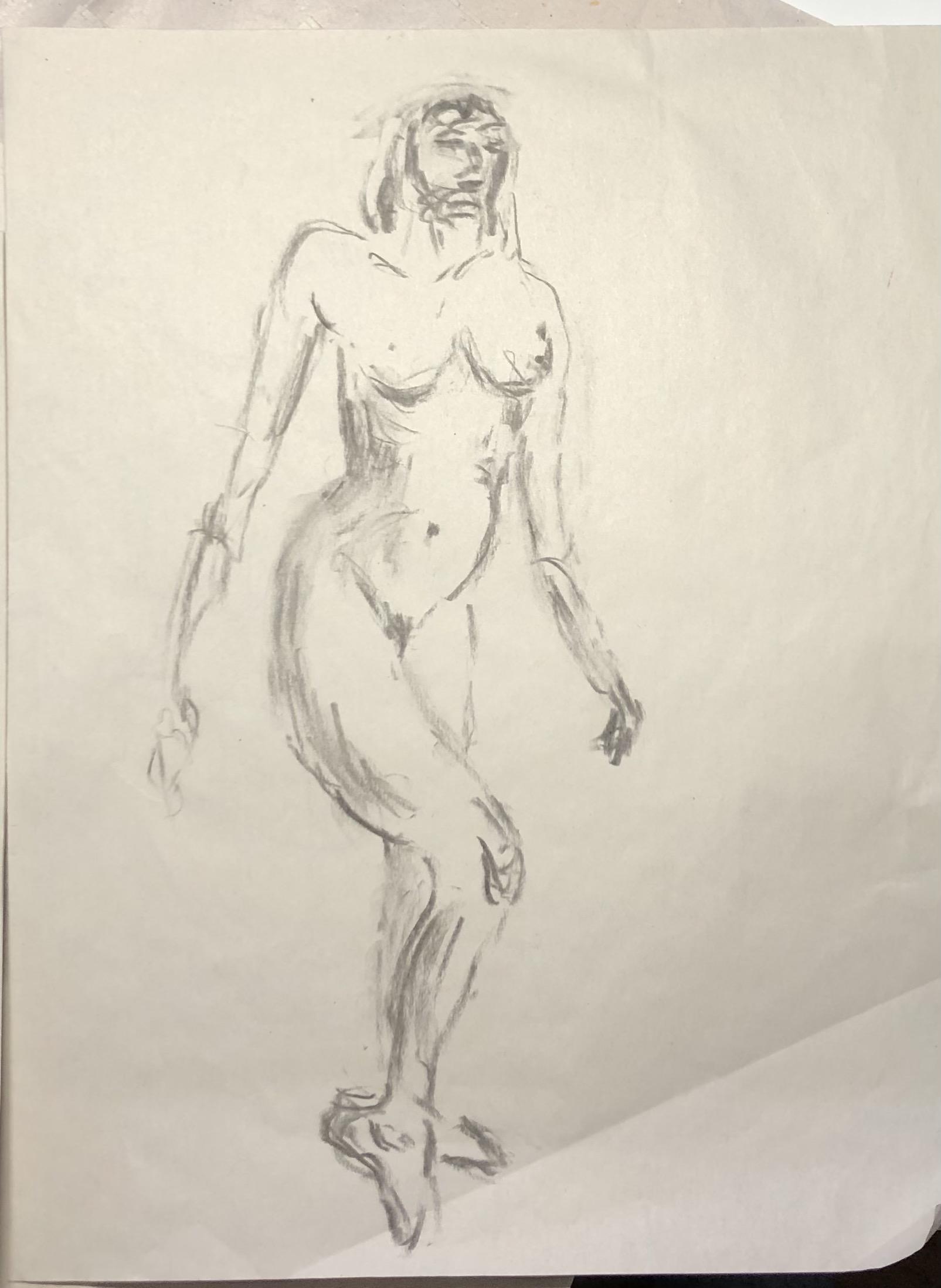 Trois quarts face fusain femme debout déhanché sur papier  cours de dessin