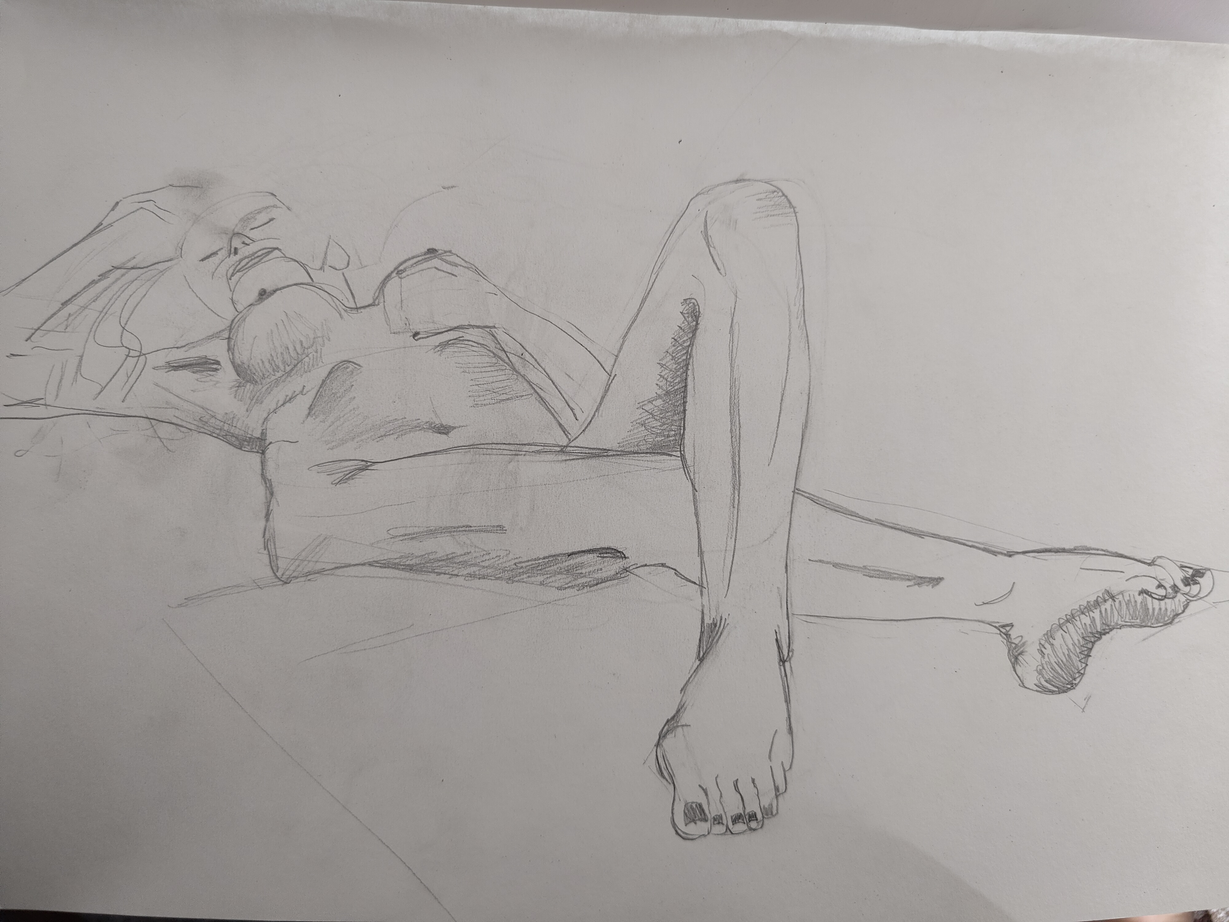 Croquis corps en raccourci perspective dessin au graphite hachures  cours de dessin
